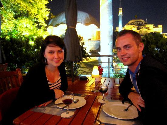 Zeynep Sultan Hotel: nice place in the evening