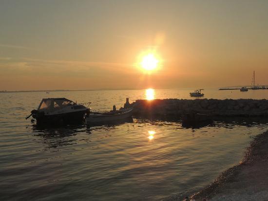 Pension Smokvica: Sonnenuntergang am Strand - 50 m entfernt