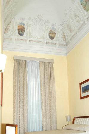 Hotel Agathae : camera con tetto affrescato