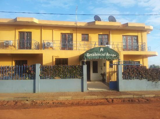 Residencial Bengo: Eingang und Front des Guesthouse