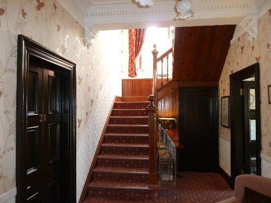 Kings Knoll Hotel: Foyer