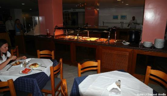 Phaedra Beach Hotel: Dining