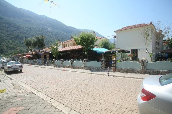The Lemon Tree Hotel Restaurant: phillips restaurant bar oludeniz