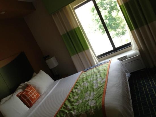 Fairfield Inn & Suites Pittsburgh Neville Island: Bed