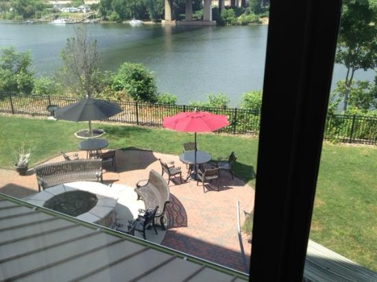 Fairfield Inn & Suites Pittsburgh Neville Island : Patio View