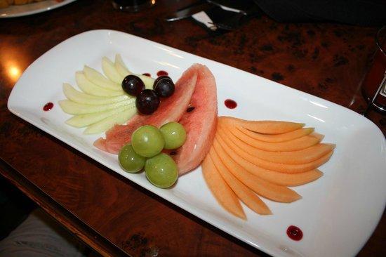 Starter fanned honeydew melon picture of queen for Cuisine queen