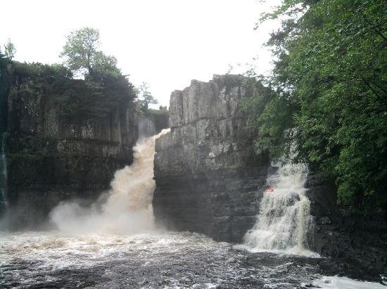 ‪High Force Waterfall‬