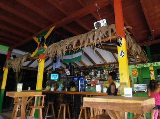 Ricky's Place: Local decorado al estilo jamaicano