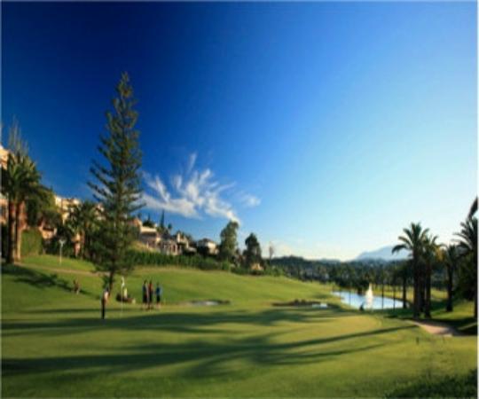 Los Naranjos Golf Club: Atardecer en el Par 5 estrella del campo.