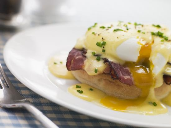 Fistral Chef : Eggs Benedict with fresh Hollandaise