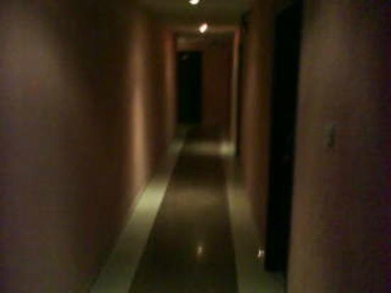 El-Elyon Hotel: Corridor
