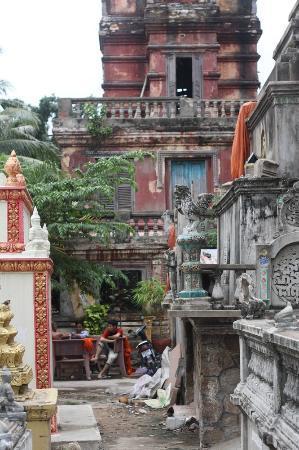 Wat Sarawan: View of the lower Prasat (tower)