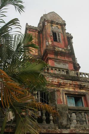 Wat Sarawan: View of the Prasat (tower)