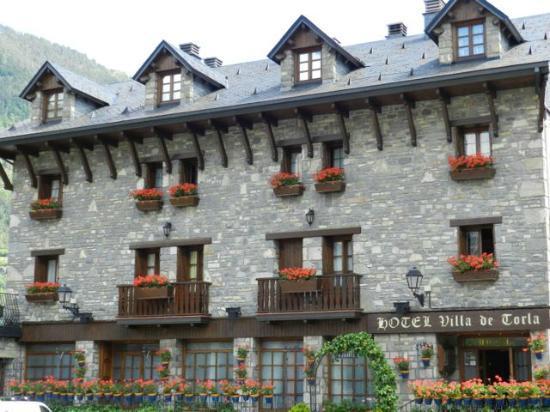 Hotel Villa de Torla: Front facade