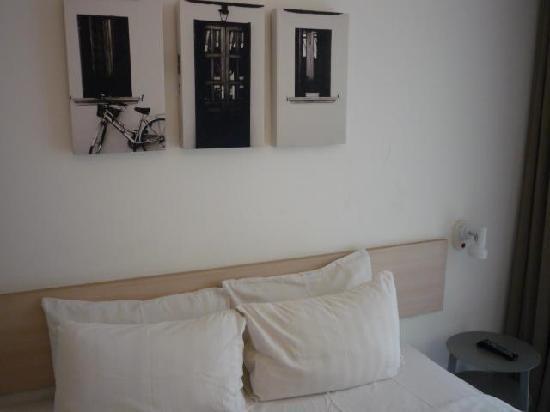 Malaka Hotel: art on the wall