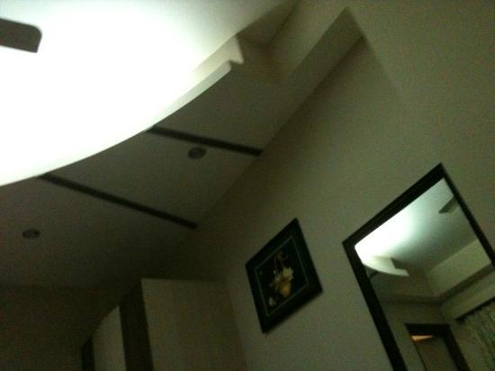 Treebo Rockwell Plaza: chambre