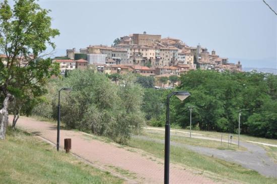 Tempio di San Biagio: ...Montepulziano am Hügel....