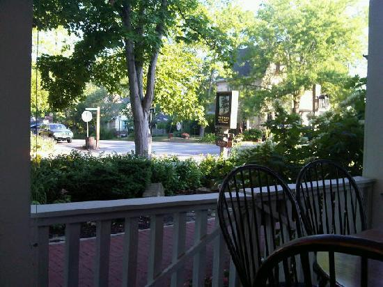 Artists Colony Inn: View from the Inn's porch at breakfast