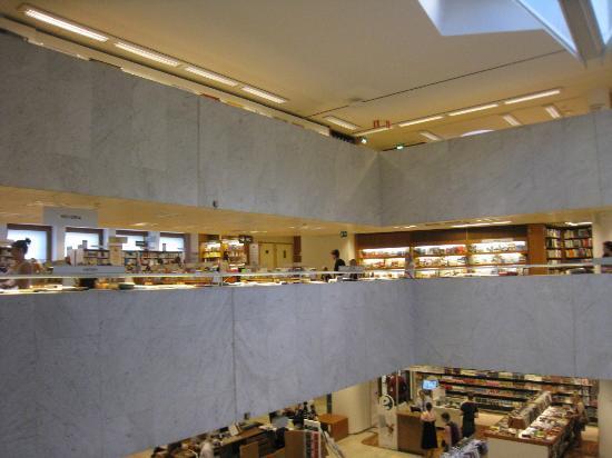 Academic Bookstore (Akateeminen Kirjakauppa): 内部