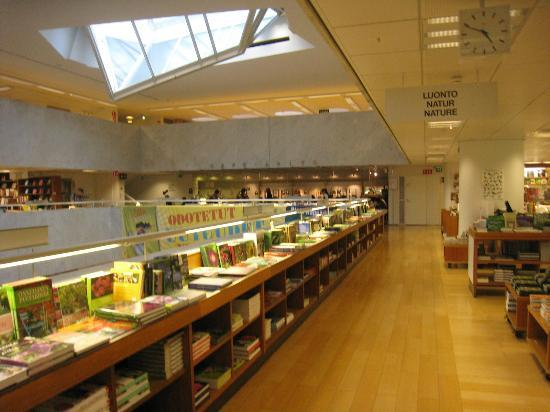 Academic Bookstore (Akateeminen Kirjakauppa): アカデミア書店内