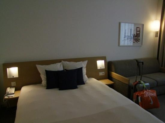 Novotel Luxembourg Centre: Bed Area