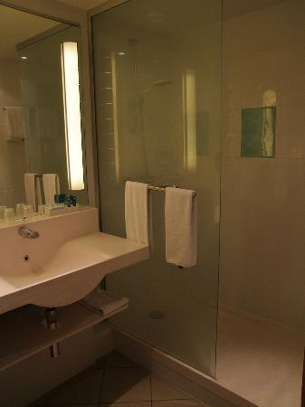 Novotel Luxembourg Centre: Bathroom