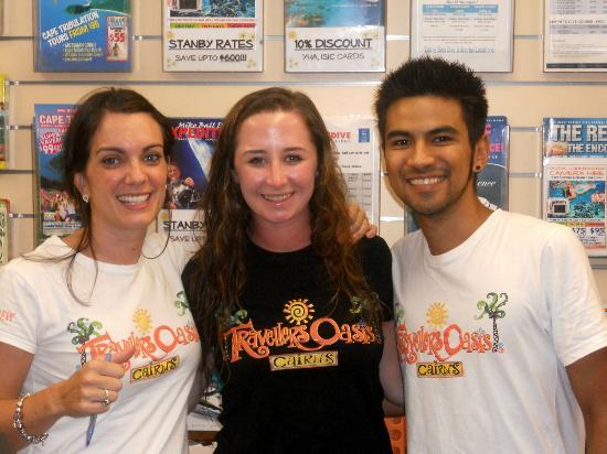 Travellers Oasis Backpackers: Me and two of the best staff - Helen and Marco! :)
