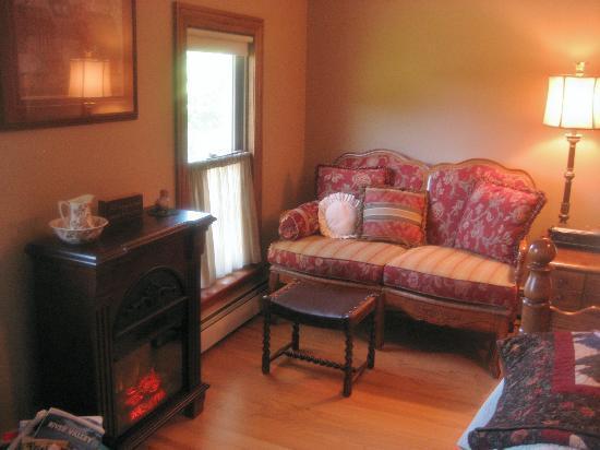 Amil's Inn: In the Beginning room