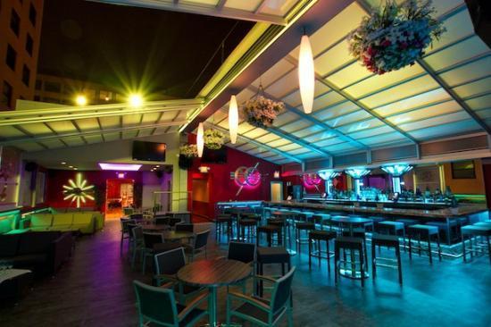 Ozio Martini & Cigar Lounge