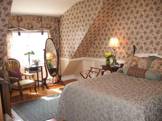 Haterleigh Heritage Inn: Roses and Lace room (2nd flr)