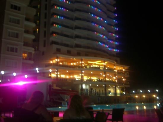 Diamond Hill Resort & Spa: hotel by night