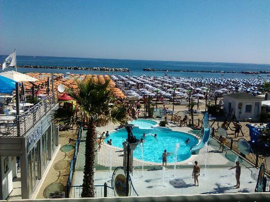 Ingresso e Giardino dell\'albergo - Picture of Hotel Belsoggiorno ...