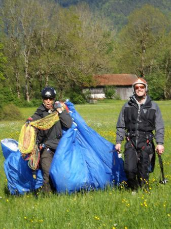 Paraworth Tandem Paragliding: perfect landing!