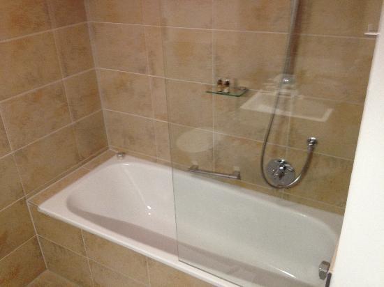 Hezelhof Hotel: Badewanne