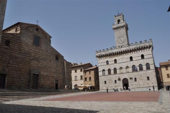 Duomo: ...Dom und Palazzo Communale....