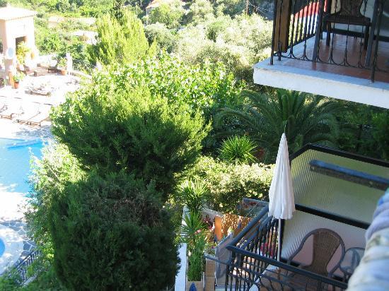Dina's Paradise Hotel & Apartments: Blick auf die schöne Anlage