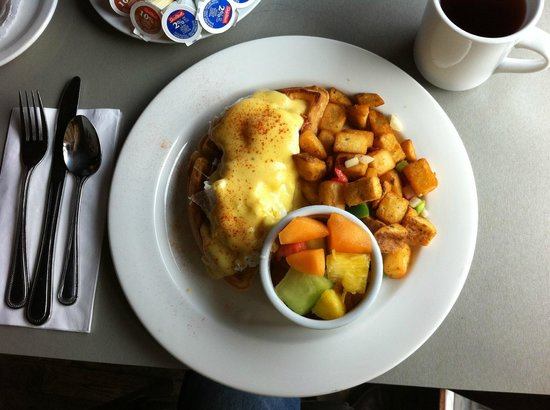 Maxwell's Bistro: Eggs Elgin -- one fantastic breakfast!