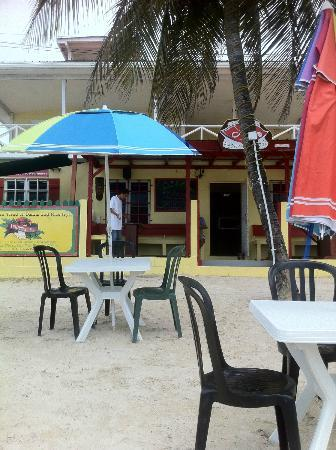 Doc'ks Tiki Bar & Grill: beachside