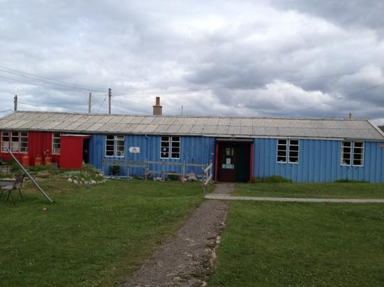 Durness Smoo Youth Hostel: The office, kitchen and living hut
