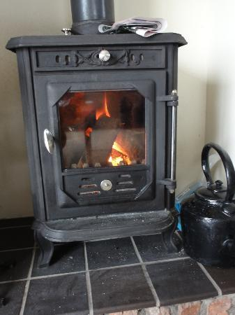 Crockatinney Self-Catering Cottages: Turf stove