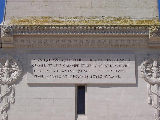 Nécropole Nationale Française de Notre-Dame de Lorette: Quatrain de Mgr JULIEN