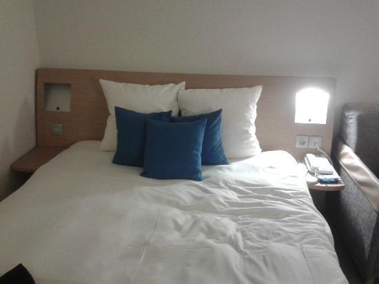 Novotel Saint Avold : room