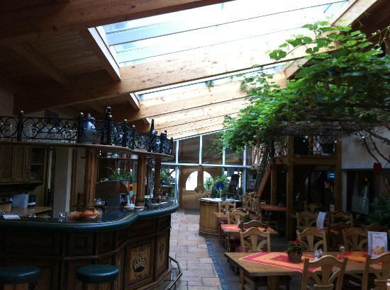 Hotel Krone: Looking towards reception