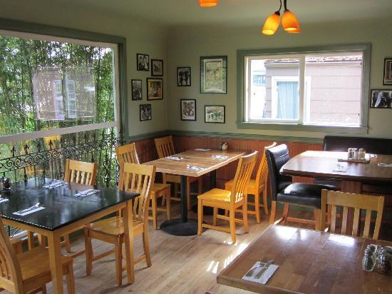 Bistro Garden: Front dining room