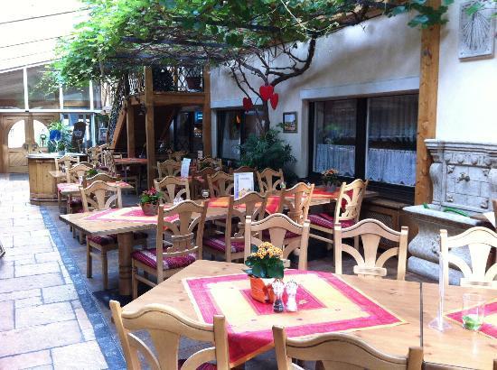 Hotel Krone: Conservatory plus reception