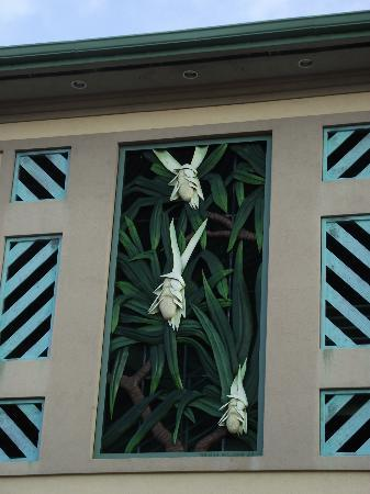 Kailua Farmers Market: zoomed in on the carved decoration on the building