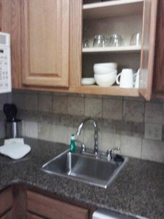Staybridge Suites Tallahassee I-10 East: Stocked kitchen!