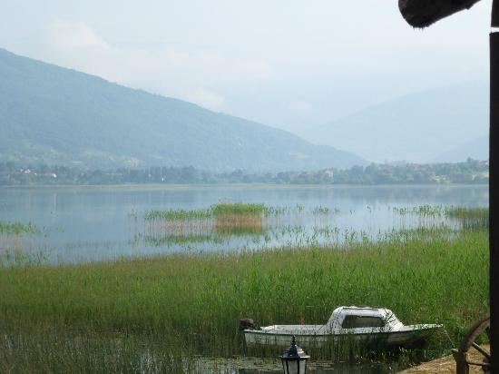 Kula Damjanova: View of the lake from the back of hotel