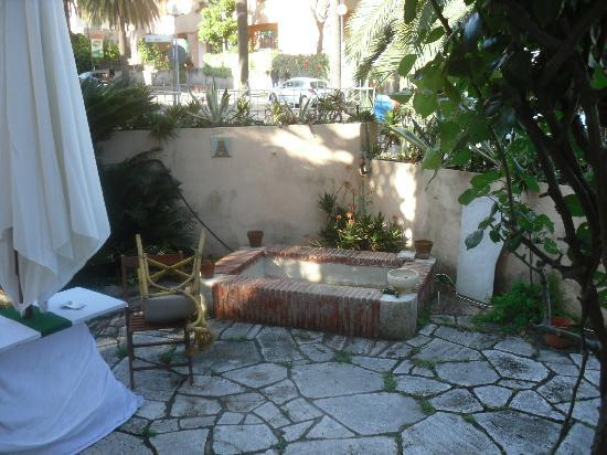 bed& breakfast L'Auberge: garden