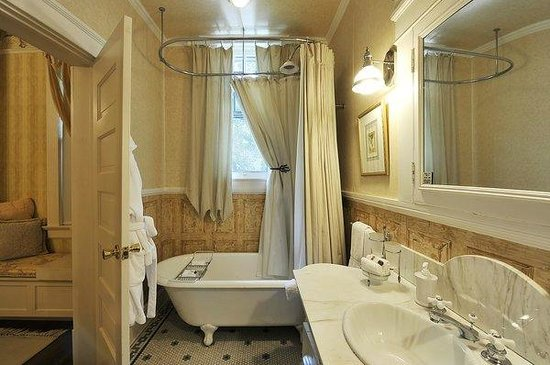 The French Room Bath Austin\'s Inn at Pearl Street - Picture of ...
